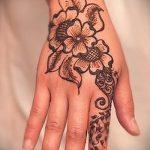 мехенди на руке цветы - фото временной тату хной 1448 tatufoto.ru