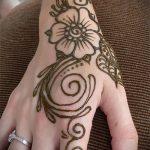мехенди на руке цветы - фото временной тату хной 3450 tatufoto.ru