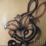 тату ноты в цветах - фото готовой татуировки от 02082016 1085 tatufoto.ru