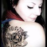 тату ноты в цветах - фото готовой татуировки от 02082016 3087 tatufoto.ru