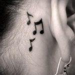 тату ноты за ухом - фото готовой татуировки от 02082016 2090 tatufoto.ru