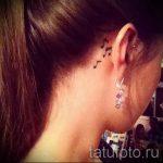 тату ноты за ухом - фото готовой татуировки от 02082016 3091 tatufoto.ru
