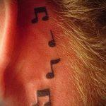 тату ноты за ухом - фото готовой татуировки от 02082016 7095 tatufoto.ru