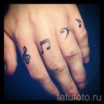 тату ноты на пальце - фото готовой татуировки от 02082016 1162 tatufoto.ru