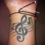 тату ноты на руке - фото готовой татуировки от 02082016 6171 tatufoto.ru