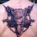 тату овна на спине - фото готовой татуировки от 02082016 2122 tatufoto.ru
