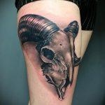 череп овен тату - фото готовой татуировки от 02082016 3127 tatufoto.ru