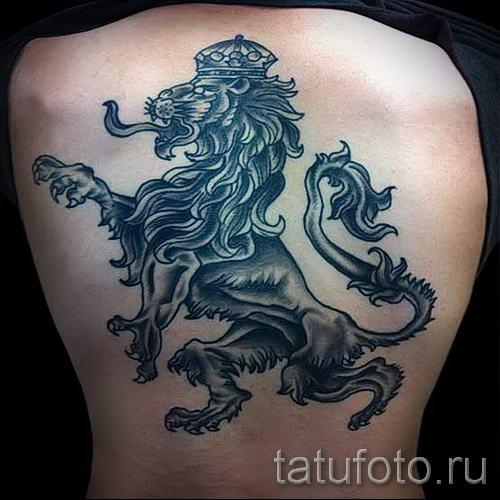 крутая татуировка с гербовым львом на всю спину - фото пример 1