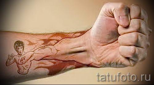 Foto - cooles Tattoo auf der Hand - ein Beispiel 1032 tatufoto.ru