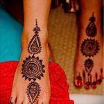 Henna-Muster auf ihrem Bein Foto - Optionen temporäre Henna-Tattoo auf 05082016 2022 tatufoto.ru