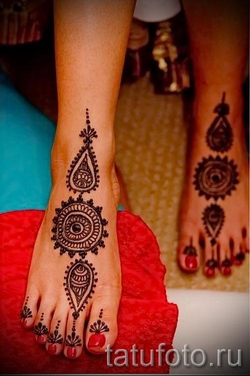 henna muster auf ihrem bein foto optionen tempor re henna tattoo auf 05082016 2022. Black Bedroom Furniture Sets. Home Design Ideas