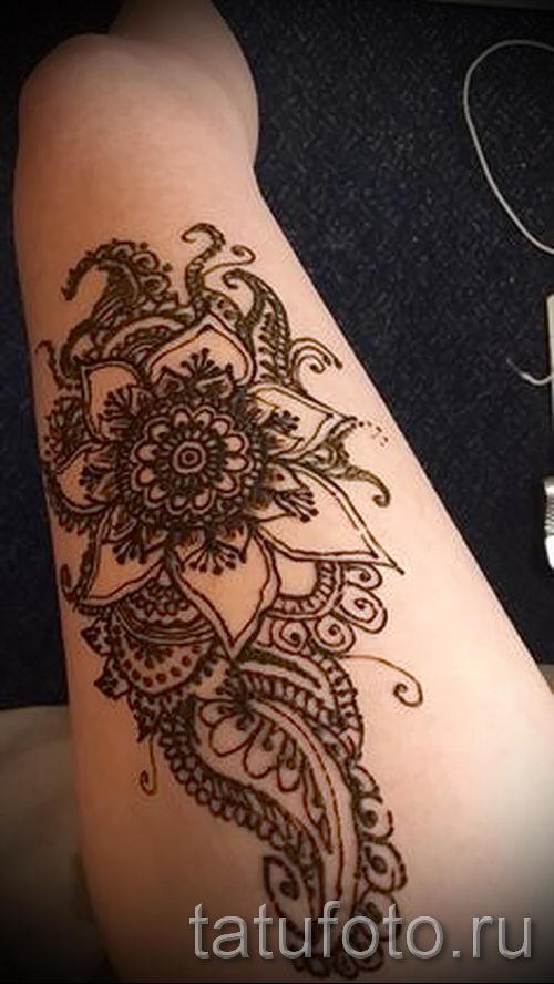 mehendi auf dem bein am oberschenkel optionen f r tempor re henna tattoo auf 05082016 1036. Black Bedroom Furniture Sets. Home Design Ideas