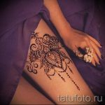 Mehendi sur sa jarretière de jambe - options pour tatouage au henné temporaire sur 05082016 3097 tatufoto.ru