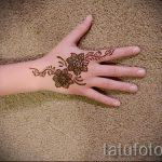 Mehendi sur son bras un enfant - une photo de tatouage au henné temporaire 1168 tatufoto.ru