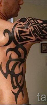 Photo – tribal tattoo on his arm – an example for an article about the importance of 1027 tatufoto.ru