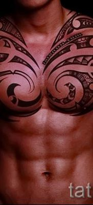Photo – tribal tattoo on shoulder men – an example for an article about the importance of 2030 tatufoto.ru
