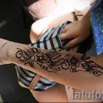 beautiful mehendi on her arm - a temporary henna tattoo photo 2003 tatufoto.ru
