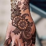 gentle mehendi on her arm - a temporary henna tattoo photo 1007 tatufoto.ru