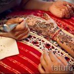 mehendi Inschriften auf der Hand - Foto temporäre Henna-Tattoo 1078 tatufoto.ru