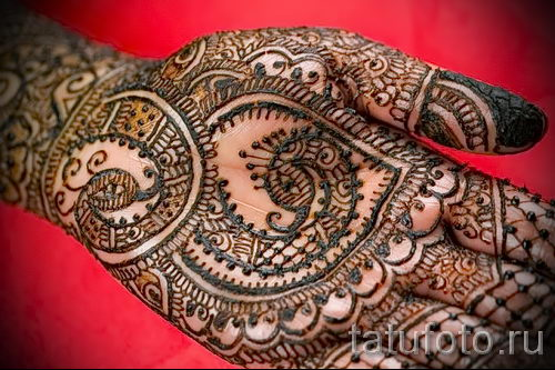 mehendi muster auf der hand eine tempor re henna tattoo foto 13083. Black Bedroom Furniture Sets. Home Design Ideas