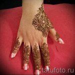 mehendi an den Fingern - eine temporäre Henna-Tattoo Foto 2019 tatufoto.ru
