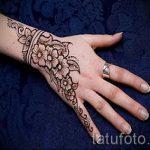 mehendi auf der Hand Blumen - Foto temporäre Henna-Tattoo 1023 tatufoto.ru