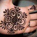 mehendi auf der Hand Blumen - Foto temporäre Henna-Tattoo 2024 tatufoto.ru