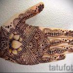 mehendi auf der Hand Lotus - eine temporäre Henna-Tattoo Foto 1030 tatufoto.ru
