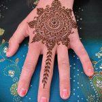 mehendi auf der Hand Mandala - eine temporäre Henna-Tattoo Foto 1031 tatufoto.ru