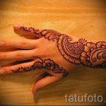 mehendi auf der rechten Hand - eine temporäre Henna-Tattoo Foto 1041 tatufoto.ru