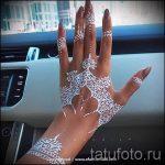 mehendi auf einem weißen Hand mit Henna - eine temporäre Henna-Tattoo Foto 1042 tatufoto.ru