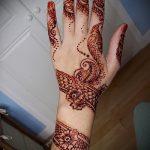 mehendi auf einer Hand snake - Fotos temporäre Henna-Tattoo 1049 tatufoto.ru