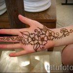 mehendi auf ihre Handzeichnung - Foto temporäre Henna-Tattoo 1055 tatufoto.ru