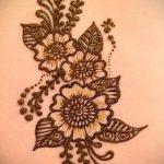mehendi auf ihrem Arm Licht Bilder - Foto temporäre Henna-Tattoo 1064 tatufoto.ru