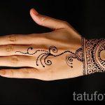 mehendi auf ihrem Arm als Armband - eine temporäre Henna-Tattoo Foto 1057 tatufoto.ru