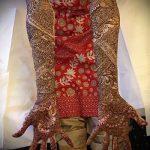 mehendi auf ihrem Arm bis zum Ellbogen - eine temporäre Henna-Tattoo Foto 1060 tatufoto.ru