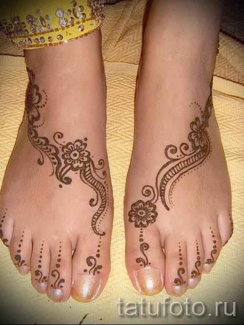 mehendi auf ihrem bein ein wenig optionen f r tempor re henna tattoo auf 05082016 1040. Black Bedroom Furniture Sets. Home Design Ideas