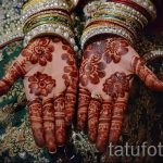 mehendi henna on her hand - a temporary henna tattoo photo 2077 tatufoto.ru