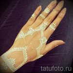 mehendi on a white hand with henna - a temporary henna tattoo photo 1097 tatufoto.ru