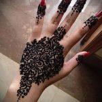 mehendi on hand black henna - a temporary henna tattoo photo 1100 tatufoto.ru