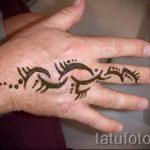 mehendi on her arm a little - Picture temporary henna tattoo 2115 tatufoto.ru