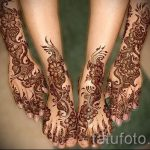 mehendi on her hand and foot - a temporary henna tattoo photo 1124 tatufoto.ru