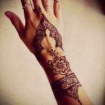 mehendi on her hand flower - Photo temporary henna tattoo 1127 tatufoto.ru