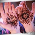 mehendi on her hand the crown - a temporary henna tattoo photo 1128 tatufoto.ru