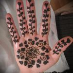 mehendi patterns on the hand - a temporary henna tattoo photo 2139 tatufoto.ru
