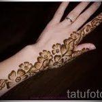 mehendi sur la photo à gauche - photo temporaire tatouage au henné 1149 tatufoto.ru