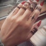 mehendi sur les doigts - une photo de tatouage au henné temporaire 4154 tatufoto.ru