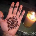 mehendi sur lotus à la main - une photo de tatouage au henné temporaire 1157 tatufoto.ru