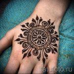mehendi sur mandala de la main - une photo de tatouage au henné temporaire 1158 tatufoto.ru
