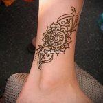 mehendi sur sa jambe un peu - options pour tatouage au henné temporaire sur 05082016 1094 tatufoto.ru